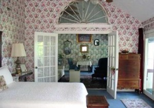 Timber Rose Palidium Suite, www.chathamhillonthelake.com