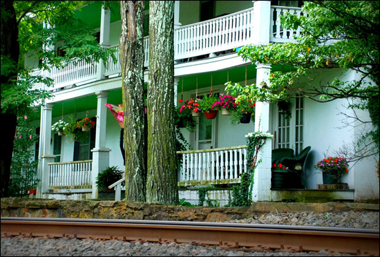House by railroad www.chathamhillonthelake.com