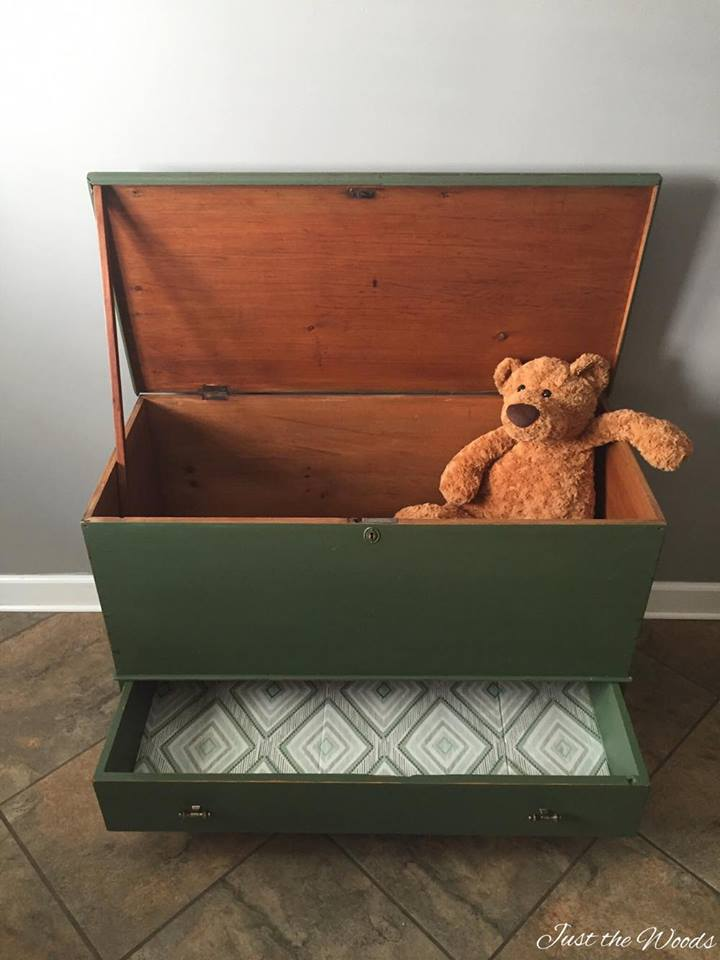 Antique Toy Chest www.chathamhillonthelake.com
