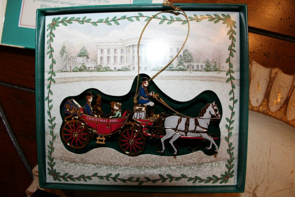 White House Ornament www.chathamhillonthelake.com