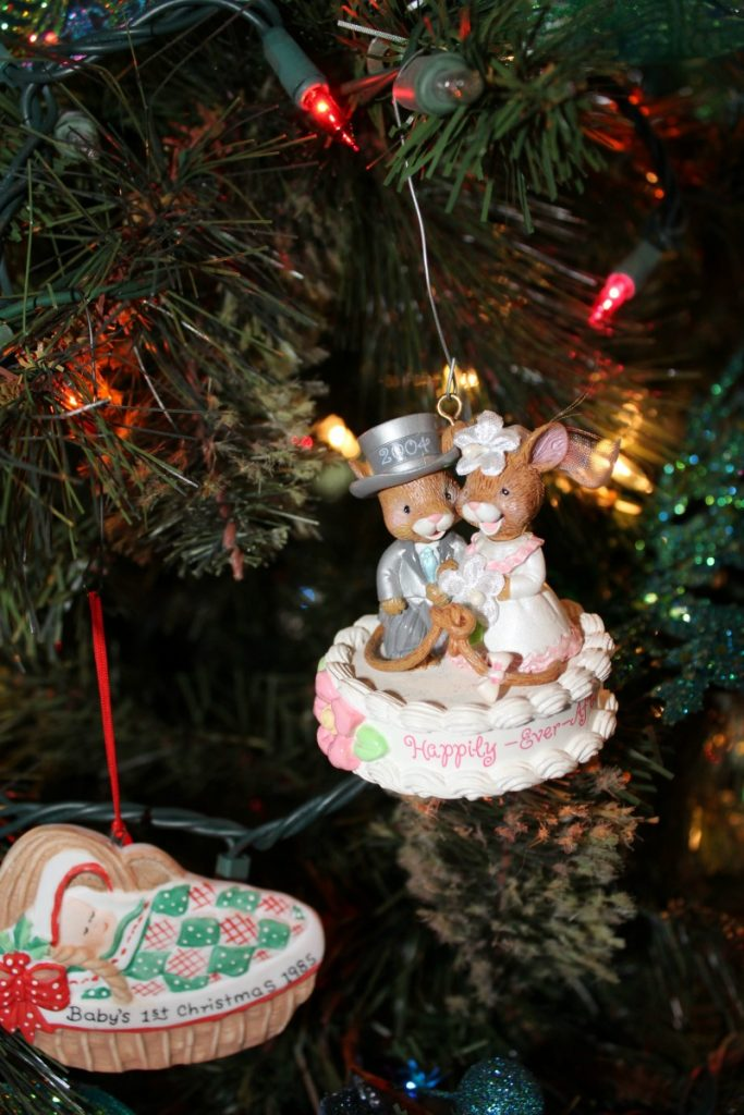 25th anniversary ornament at www.chathamhillonthelake.com