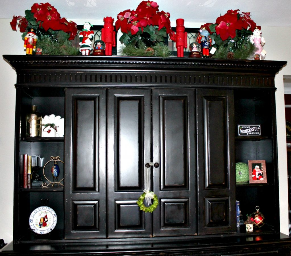 Entertainment center Christmas Decor at www.chathamhillonthelake.com