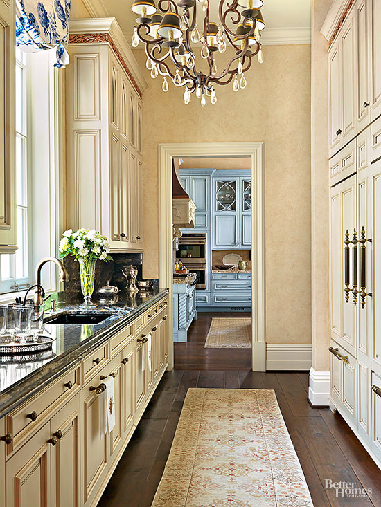 Beautiful Butler's Pantry www.chathamhillonthelake.com